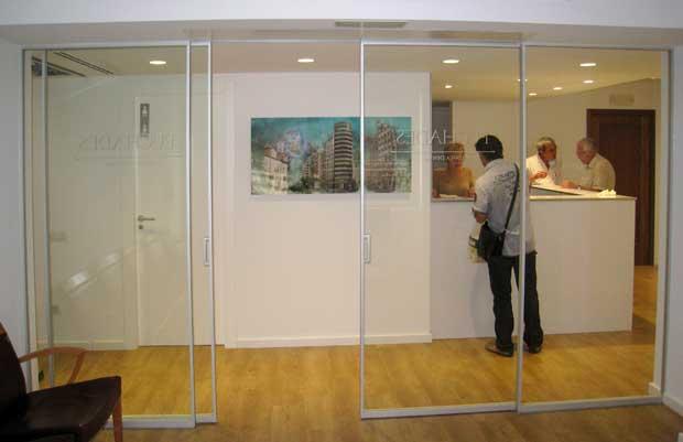 Puertas en aluminio y vidrio vidreglass for Puertas interiores de aluminio y cristal